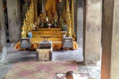 Como-dar-la-vuelta-al-mundo-monje-angkor-wat