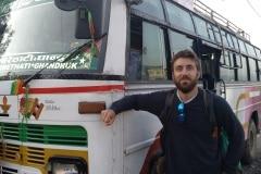 Como-dar-la-vuelta-al-mundo-autobus-nepal