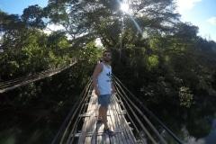 como-dar-la-vuelta-al-mundo-bohol-puente-bambu-min-1024x768
