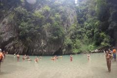 Como-dar-la-vuelta-al-mundo-emerald-cave-gente