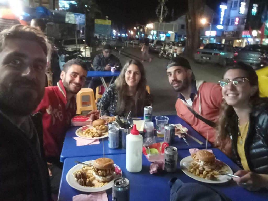 7.como-dar-la-vuelta-al-mundo-hamburguesa-cameron-highlands-1024x768