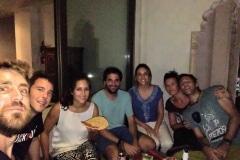 Como-dar-la-vuelta-al-mundo-cena-española