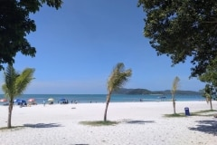 5.como-dar-la-vuelta-al-mundo-langkawi-playa-pantai-cenang-min-1024x768