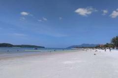 5.como-dar-la-vuelta-al-mundo-langkawi-playa-pantai-cenang2-min-1024x768