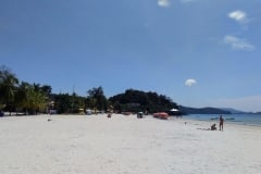 5.como-dar-la-vuelta-al-mundo-langkawi-playa-pantai-cenang3-min-1024x768
