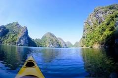 como-dar-la-vuelta-al-mundo-lan-ha-bay-paisaje-kayak
