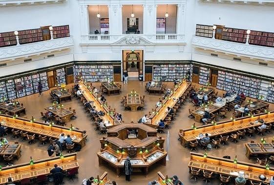 4.como-dar-la-vuelta-al-mundo-library-1-min