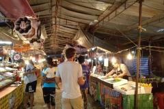 Como-dar-la-vuelta-al-mundo-mercado-koh-lanta