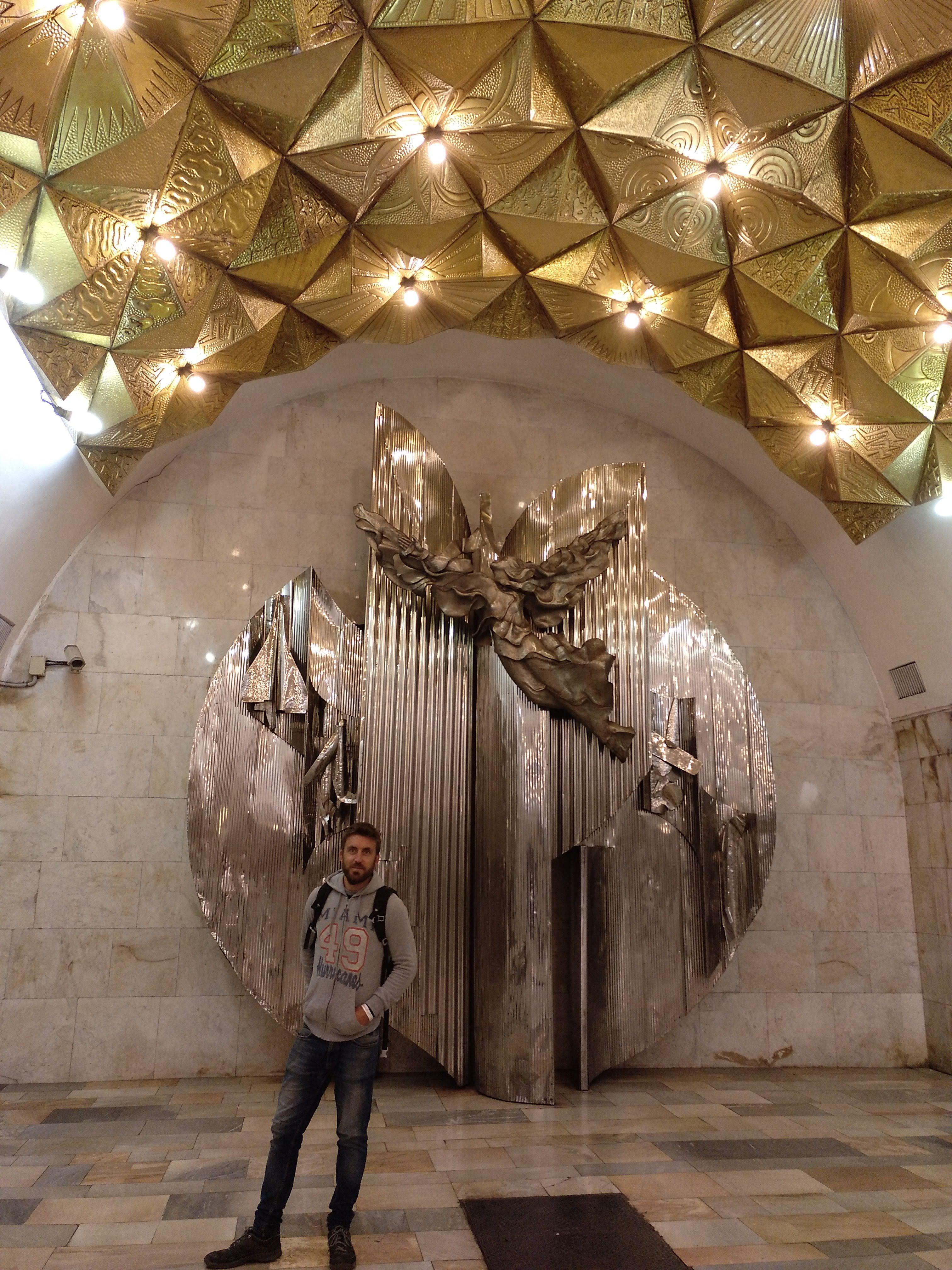 como-dar-la-vuelta-al-mundo-metro-moscu-decoracion