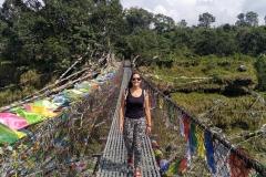 Como-dar-la-vuelta-al-mundo-puente-colgante-nepal