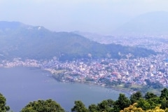 Como-dar-la-vuelta-al-mundo-vistas-pokhara-pagoda