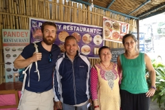 Como-dar-la-vuelta-al-mundo-restaurante-pokhara