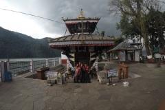 Como-dar-la-vuelta-al-mundo-templo-pokhara
