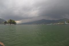 Como-dar-la-vuelta-al-mundo-lago-en-pokhara