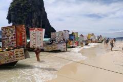 Como-dar-la-vuelta-al-mundo-barcos-restaurante-railay