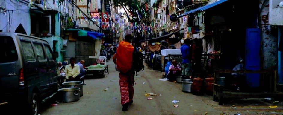 como-dar-la-vuelta-al-mundo-calle-new-delhi