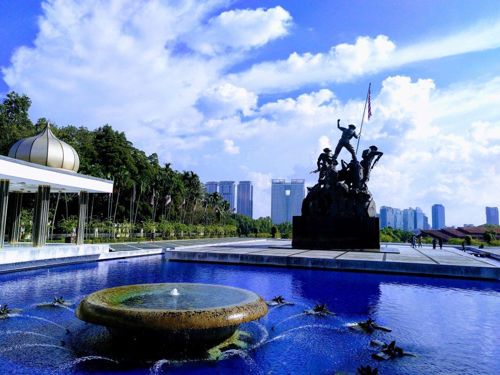 como-dar-la-vuelta-al-mundo-kl-monumento-nacional