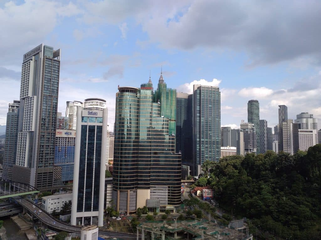 como-dar-la-vuelta-al-mundo-kl-rascacielos