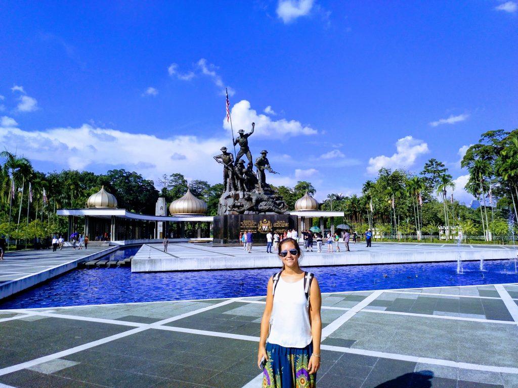 como-dar-la-vuelta-al-mundo-kl-tamara-monumento-nacional