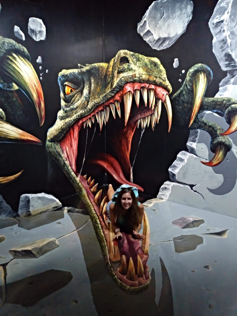 como-dar-la-vuelta-al-mundo-langkawi-3D-dinosaurio-min